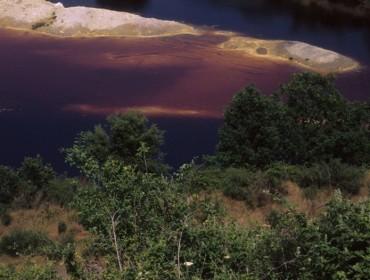 I Luoghi Segreti più belli Il lago rosso nella cava della solfatara di Pomezia