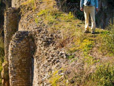 Lentezza e luoghi segreti - sulla vertiginosa sommità del ponte Lupo: - VI municipio di Roma - foto di S. De Francesco