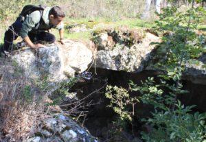 Il social trekking - una delle antiche abitazioni ipogee di Belmonte