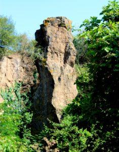 Il faraglione che preannuncia la seconda porzione delle cave di Salone