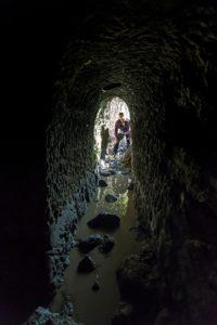 all'interno dell'acquedotto sottostante l'eremo di S.Silvestro - foto di Giovanni Giuliani