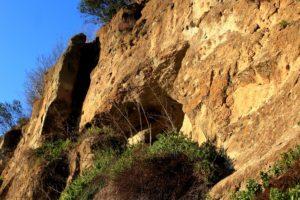 la parete dove si apre la grotta di Grottarossa