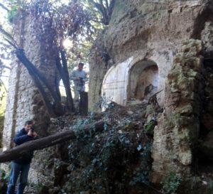 all'imbocco delle tagliate di Ceri - luoghi segreti a due passi da Roma - foto di E.Gualtieri