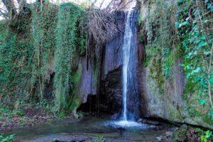 Le nuove guide ai luoghi segreti - cascata con resti di mola a Rignano Flaminio - foto di Matteo Bordini