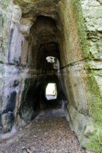 le strade dei romani - nelle gallerie di Pietra Pertusa - foto di M. Intini