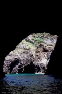 Palmarola ricorda le gallerie di Formello