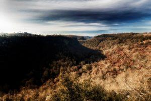 Storie di luoghi segreti - panorama dal castello d'Ischia con la linea Maginot della forra del Rio Cerreto - foto di Giovanni Giuliani
