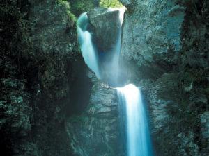 Luoghi esotici vicino Roma - cascata in Val di Non