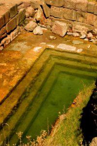Luoghi segreti e politica - vasca termale di epoca micenea a S. Calogero