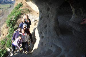 ragazzi e avventura - nella Grotta di Grottarossa - Roma