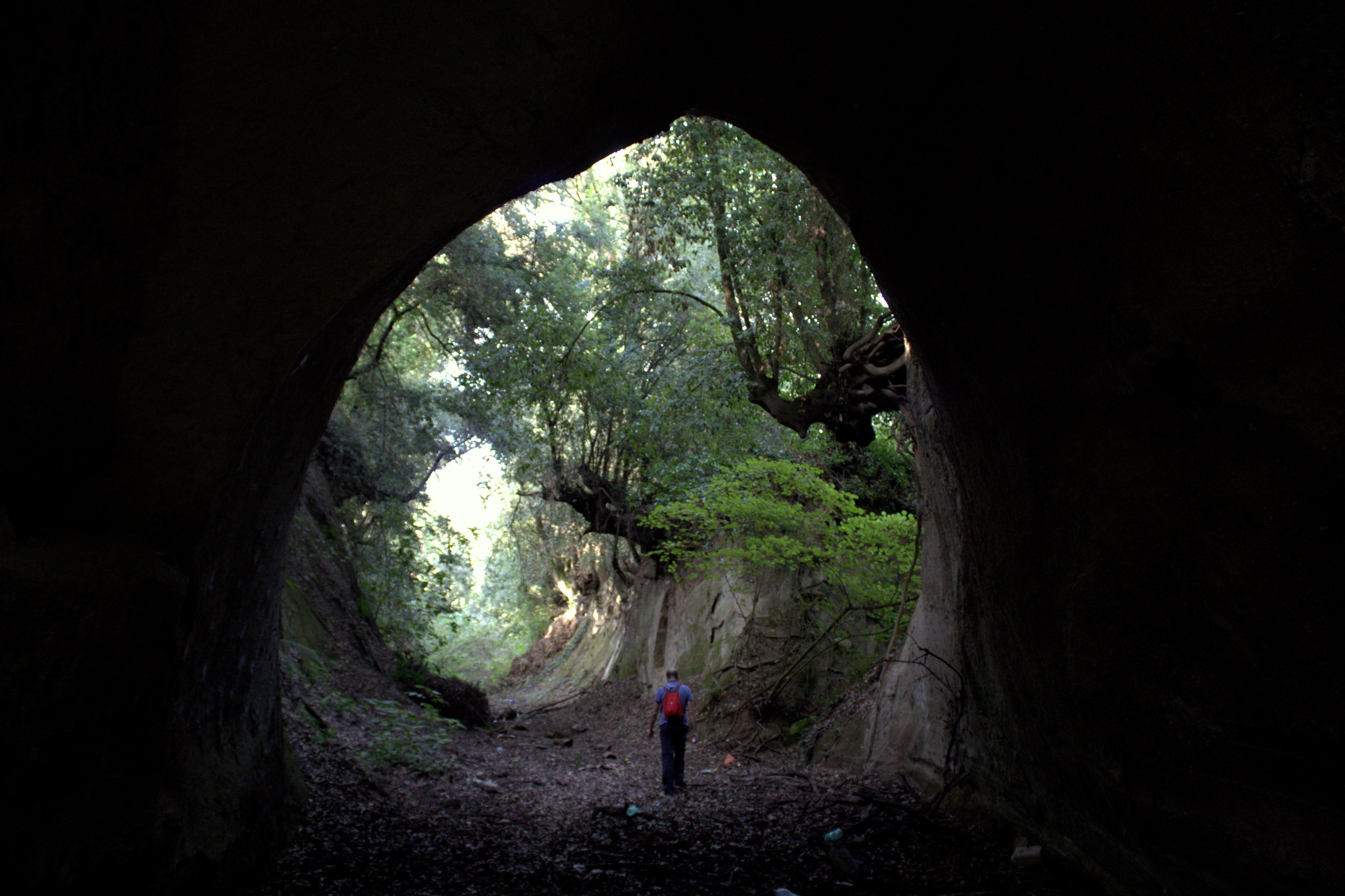 a Ponte Sodino - fra le gallerie etrusche di Formello