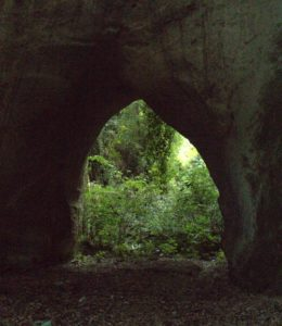 Ponte Sodino - una delle gallerie etrusche di Formello