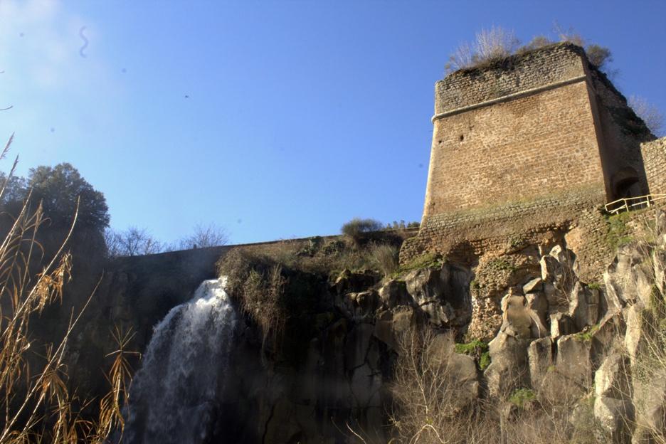 cascata dei Cavaterra dal basso