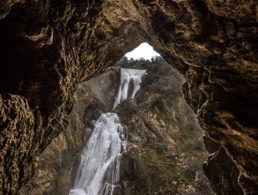 la cascata dell'Aniene vista dal basso - foto di Giulio Giuliani