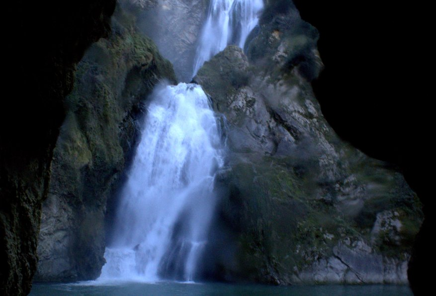 la cascata dell'Aniene dal basso