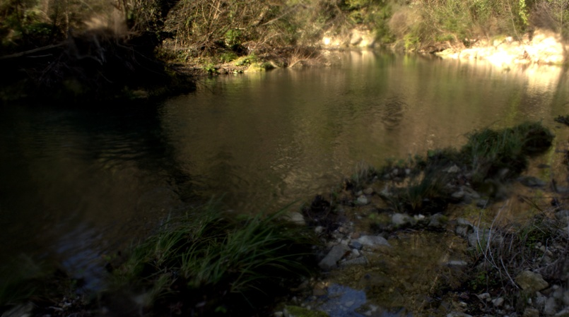 il fiume fluisce verso Roma dopo la cascata dell'Aniene