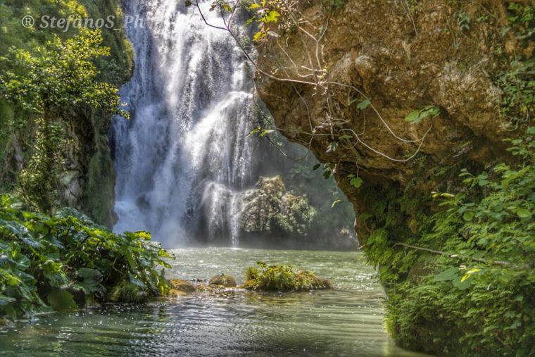 la cascata dell'Aniene vista dal basso