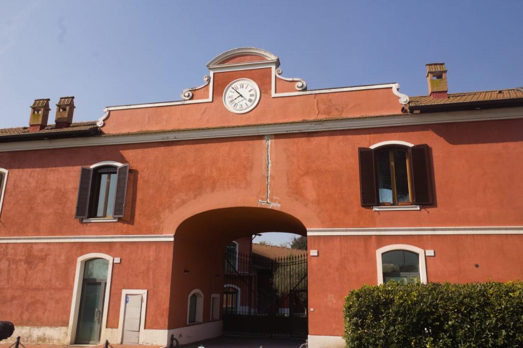 particolare di Casale Molinario lungo il grande anello in bici di Roma Nord
