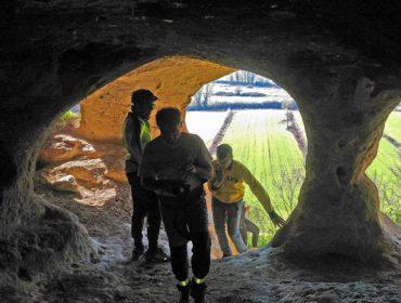 grotta lungo il grande anello in bici di Roma Nord