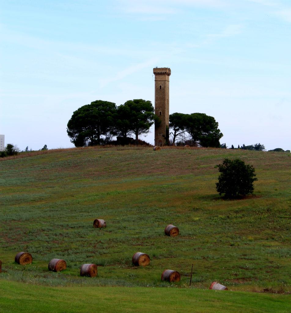 Torre Molinario lungo il grande anello in bici di Roma Nord