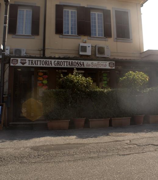la trattoria un tempo sulla via principale lungo il grande anello in bici di Roma Nord