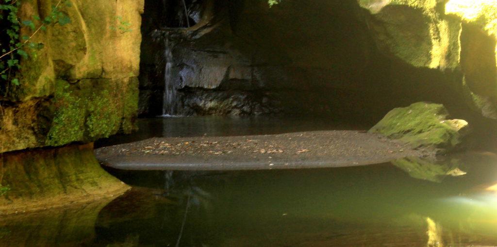 il laghetto sotto la cascata terminale del Crèmera - acqua trekking nei dintorni di Roma