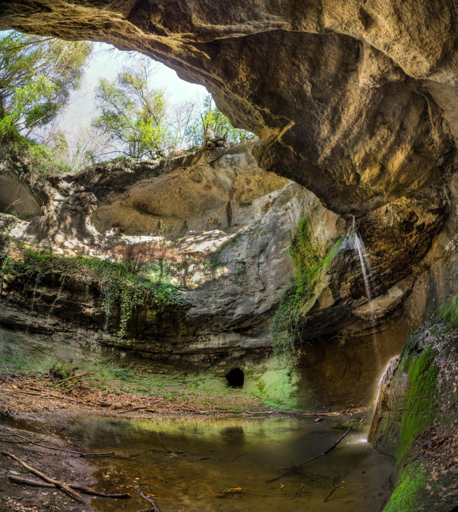 la cascata dell'Inferno - non distante dalla galleria vegetale - foto di Giulio Giuliani