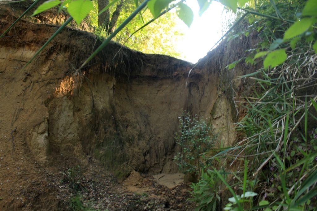 le erosioni a monte della cascata effimera