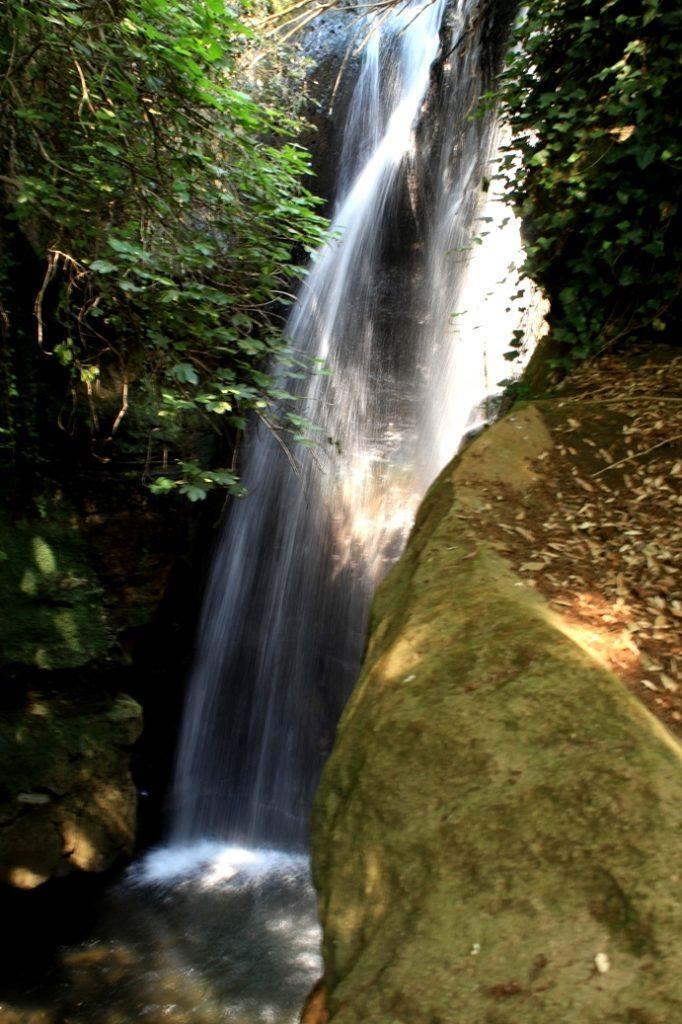ammirando la cascata dell'Olgiata