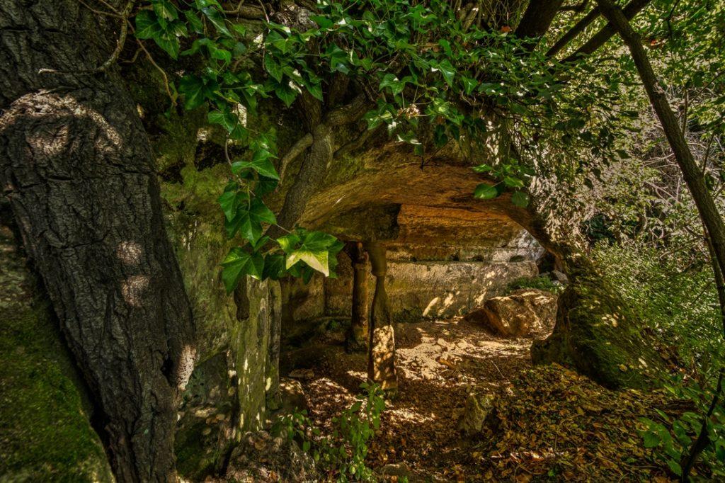 all'interno della Grotta degli Angeli