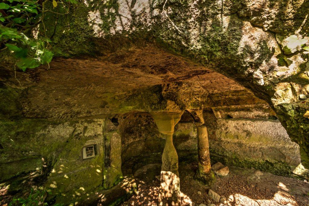 nella grotta degli Angeli. Foto di Giuliano Giuliani.