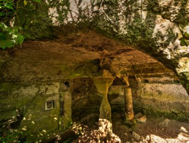 esplorare i luoghi segreti nella grotta degli Angeli. Foto di Giuliano Giuliani.