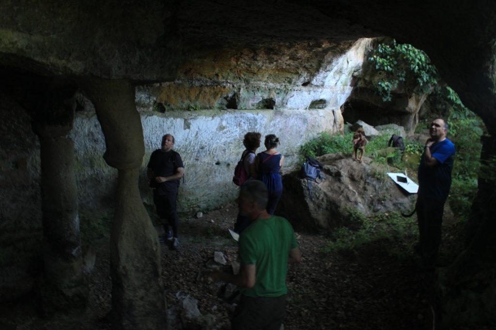 nella grotta degli Angeli