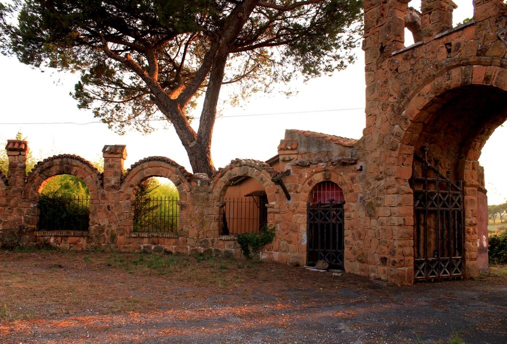 Il portale di tenuta Massara