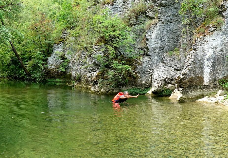 guado lungo il Rio Petescia