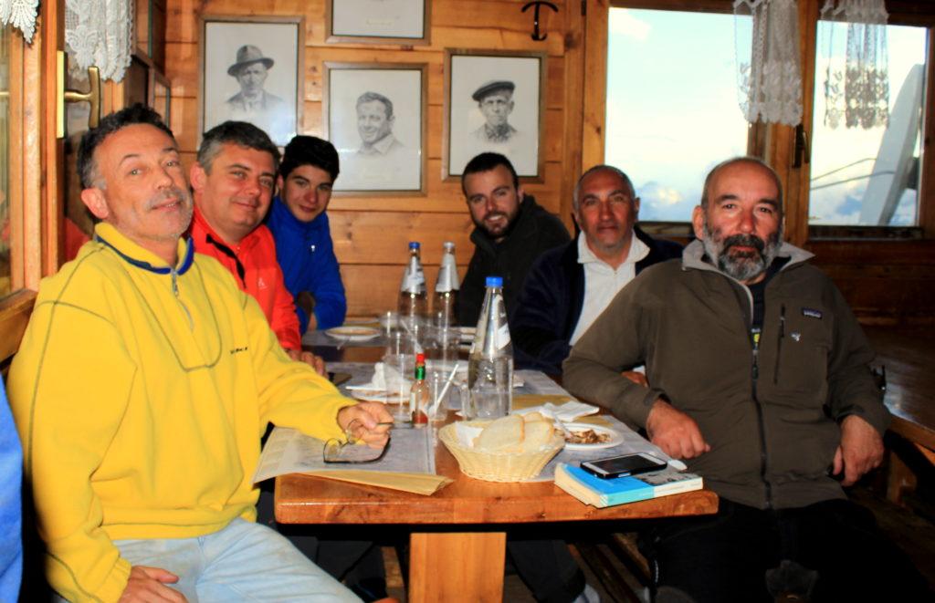 """con Federico Palla nel rifugio """"Guide del Cervino"""" dopo il Breithorn"""