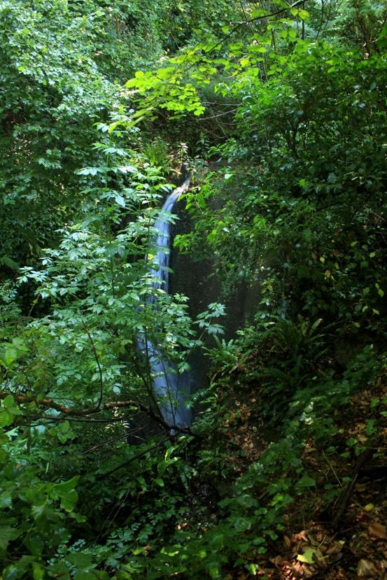 la cascata del condotto idraulico sospeso presso Mola di Pance